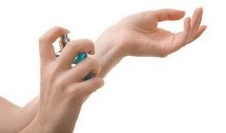 spray-perfume-wrist